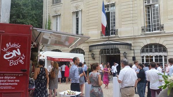 evenement d'entreprise dans un ministere à Paris avec le mobile burger
